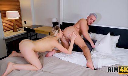 RIM4K. After fun in bath chick pleases boyfriend with kinky