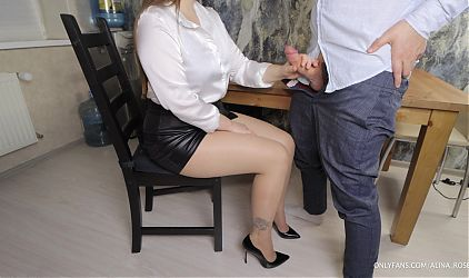 Secretary obediently gave Boss fuck and Cum in her Pantyhose