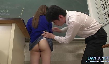 Japanese Schoolgirls in Short Skirts Vol 99